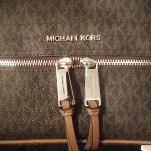 Michael kors med back pack